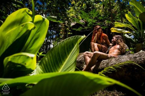Spanje prewedding, verlovingsfotografie - Een paar in een tropische jungle