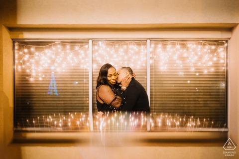Norfolk Downtown, VA Verlobungssitzung während der Weihnachtszeit