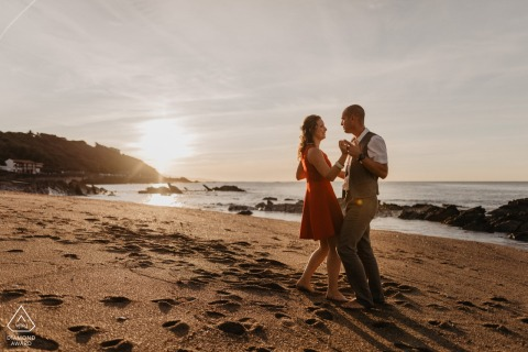 Guethary engagement photography - A couple is dancing on the beach