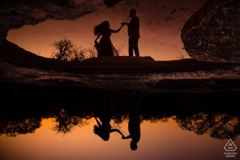 McKinney Falls State Park Dansende reflecties - Engagement-fotosessie bij Dusk at the Water