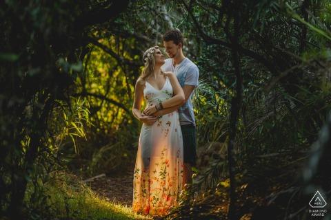Engagement photo session with creative light at Aracruz, Espírito Santo, Brazil
