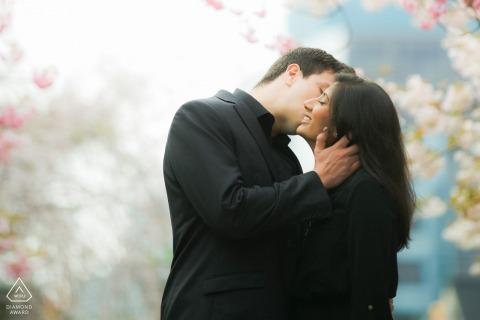 Karya-park in Mississauga | Kersenbloesemfoto met verloofd paar