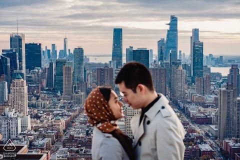 Portrety zaręczynowe w mieszkaniu, sesja portretowa na Manhattanie.