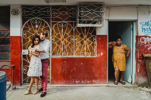 Cuba pre-wedding portraits in red | Couple's engagment session in the city