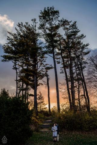Castle Hill na Crane Estate - para zdjęć o zachodzie słońca z drzewami