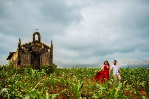 Brazil Holambra - São Paulo Pre Wedding Picture - Couple walking on the field