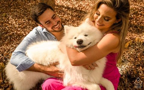 Verlobungspaarsitzung | Roteiro, Alagoas Paar mit Liebe und Hund