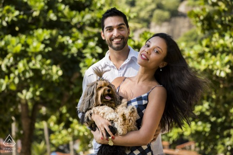 Urca, Praia Vermelha Engagement Photo | Yes! The family dog was present at this couple's engagement session!