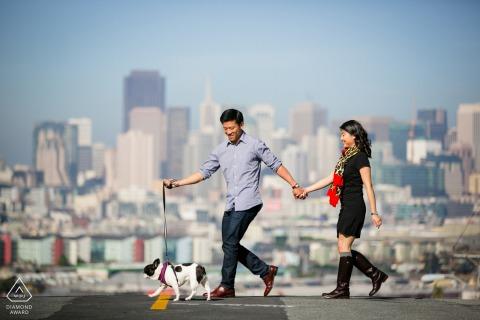 Sesión de fotos de compromiso en Potrero Hill, San Francisco - Walking the Third Member