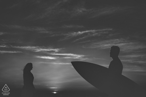 Linhares, Espírito Santo, Brazil pre-wedding session with a surfboard