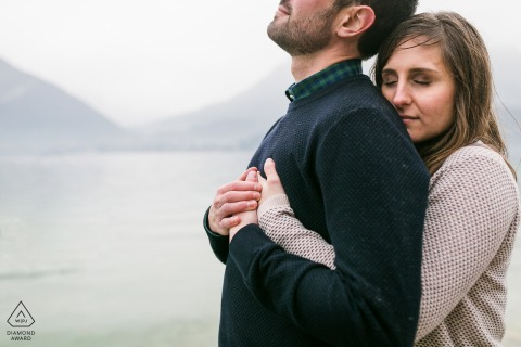 Engagement Photo Sessions | Frankreich See - Paar am See
