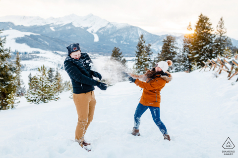 Winter berg engagement sessie in Frisco, Colorado