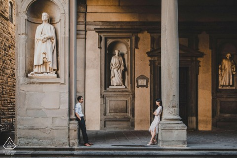 pre wedding engagment in front of uffizi, florence