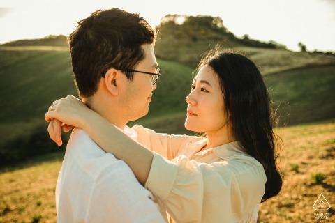 florence - duesudue pre wedding engagement op het platteland van Toscane