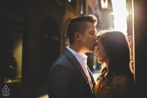 Engagement photo session in Florence at the early morning