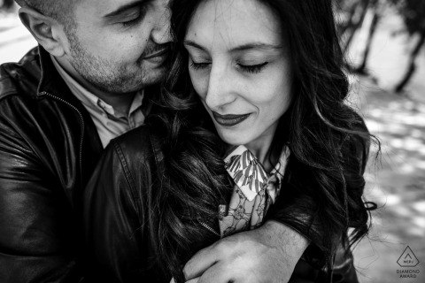 Trastevere, Roma - italy Engagement session shot tight in black and white