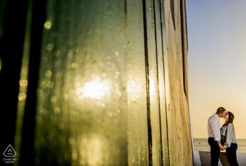 Aguilas - Spanien Charmantes Sonnenuntergang-Vorhochzeitsporträt am Wasser