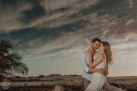 Praia de Regência e-shoot with couple in Linhares, Espírito Santo, Brazil