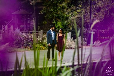 UK Purple love - het stel maakt een romantische wandeling in Londen