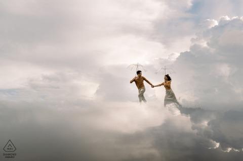 Dalat Pre-Wedding shoot met een koppel dat op liefde rent in de wolken van de lucht