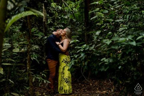 Brazil E-Session for couple portraits in the green plants of Santa Teresa, Espírito Santo