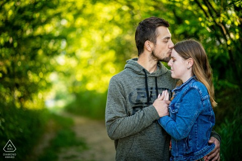 Ivančice engagement shoot with a couple having a gentle kiss