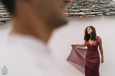 Artistieke mode paar verlovingsportretten in Puglia