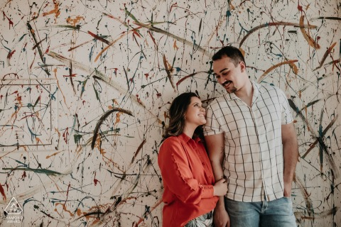 Wall painted art engagement picture session in Assis Chateaubriand