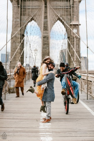 NYC, photos d'engagement urbain sur le Brooklyn Brigde