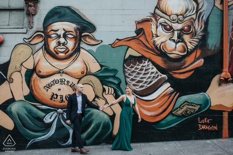 E-foto van een stel in Chinatown, San Francisco CA bij de muurschildering van The Monkey King