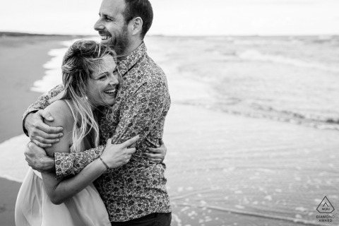 France couple at the beach for their waterside pre-wedding session in Gruissan