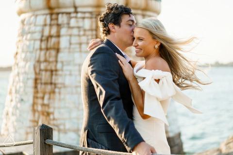 Goldene Stunde Verlobungssitzung am Castle Hill Lighthouse, Newport, RI