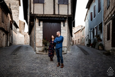 Castelnau de Montmiral - Tarn - South of France Engagment portrait with a couple in the old town streets