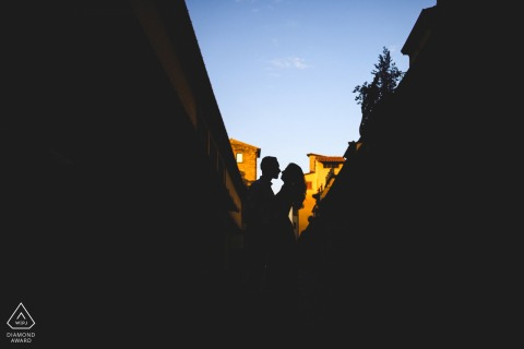 Engagement session in Florence using a pretty Silhouette at Ponte Vecchio