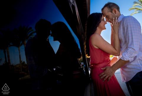 Verlobungsporträt in Águilas, Spanien an einem großartigen Nachmittag mit einem großartigen Paar