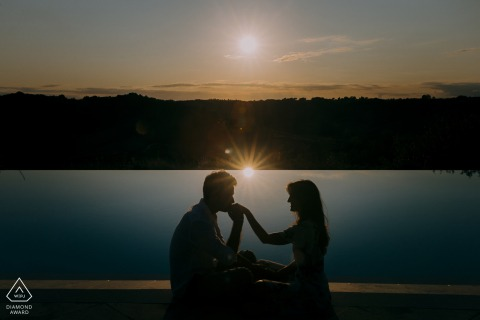 IT pre wedding portrait session with engaged lovers at sunset by the lake in Siena, Tuscany