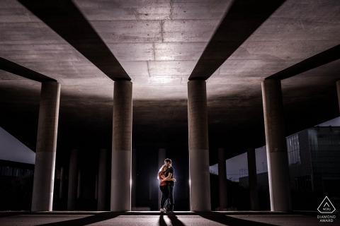 Het Maximapark, Vleuten pre-wed nachtfoto - koppel in betonnen jungle