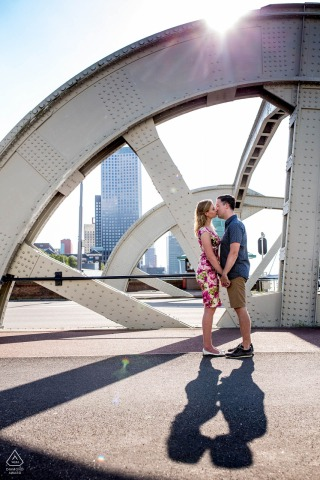 Rotterdam engagement photo session - kissing couple with a city skyline view