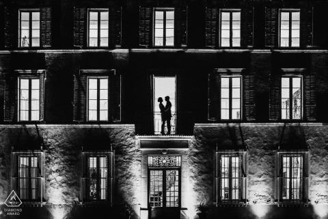 Paris Engaged couple with a building during an artistic engagement session