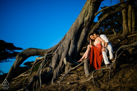 婚礼当天前,加利福尼亚州旧金山贝克海滩的微型户外合影,展现爱的根源