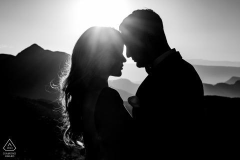 Mikro-Outdoor-Bergabenteuer-Fotosession des Big Bend-Nationalparks vor dem Hochzeitstag