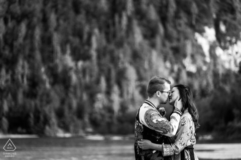 Lago del Predil, Udine, Italy mini couple photo session before the wedding day with Almost a kiss