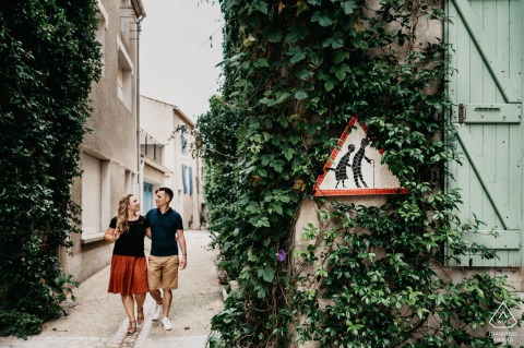 Peyriac-de-Mer, Occitanie mini urban pic shoot before the wedding day while strolling in the street of the village with a funny sign