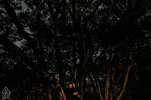 Parque Eduardo VII sunset couple portrait in autumn