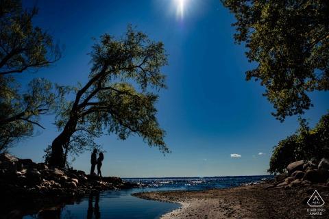 Toronto Fine Art Engagement Afbeelding voor een stel op een strand in Ontario
