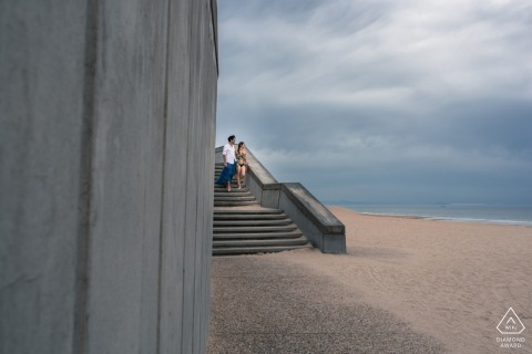 Capbreton France Photoshoot pré-mariage dans un style Fine Art lors d'une séance de fiançailles sur la plage