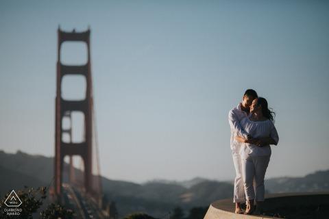 Overlook Point Fine Art Pre Wedding Portrait en San Francisco con vistas al puente Golden Gate