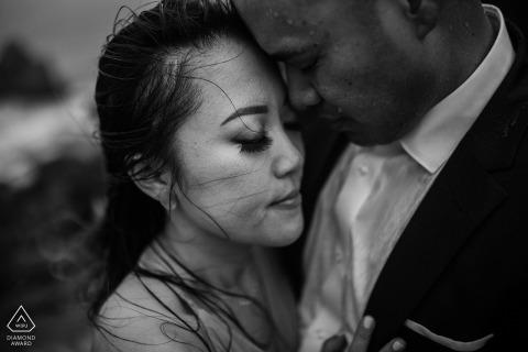 Imagen de compromiso artístico de Sutro Bath en San Francisco que muestra el amor fluye en BW