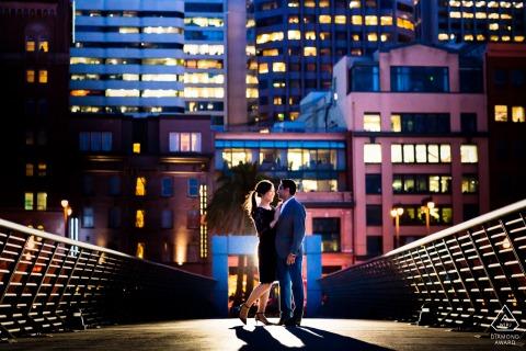 Fotos de compromiso de Bellas Artes de San Francisco con algunos bailes lentos en el muelle por la noche