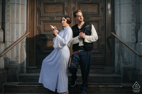 Cleveland portrait e-session d'un couple vêtu de costumes sur le thème de Stars Wars, que le 4 mai soit avec vous